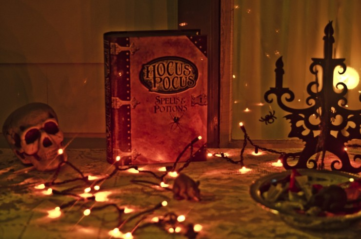 hocus_pocus_halloween_scary_trick_or_treat_spell_book_spooky_holiday_frightening-931424.jpg!d